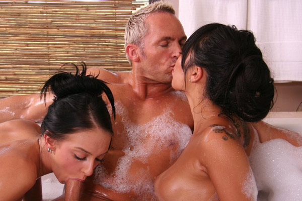 Hottub Threesome 105